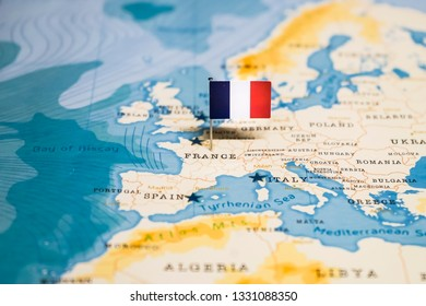the Flag of france in the world map