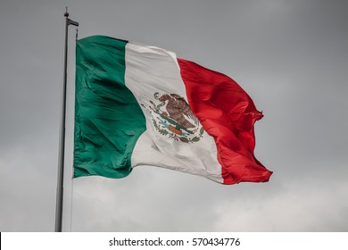 Flag of Mexico, which is hoisted in the plaza de mayo in the Mexican capital.