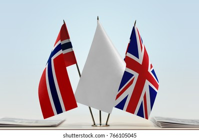 Flags of Norway and United Kingdom with a white flag in the middle