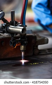 Flame cutting process by oxygen and acetylene cutting machine