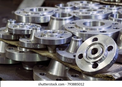 Flanges with groove groove for laying