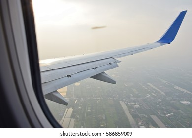 Flap extened, Approach to runway airport with evening sky, flight, Don Muaeng airport, Thailand