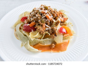 Flat noodles with minced meat