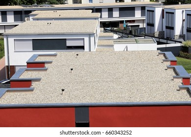 Flat roof with gravel