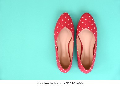 flat shoes, with polka dotted pattern