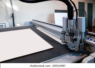 Flatbed cutter/router (cutting plotter). Cutting plotter is used to produce weather-resistant signs, posters, POP, display and billboards.