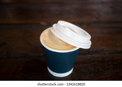 Flatwhite in black paper cup