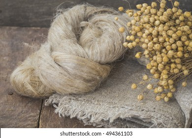 Flax fibers from flax for the manufacture of linen fabric and linen fabric