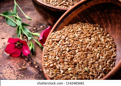 Flax seed and flax flowers in mortar