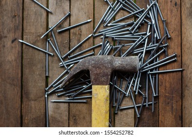 A flaylat of hammer and nails over the wooden background