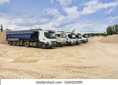 Fleet of vehicles to transport sand in a mine