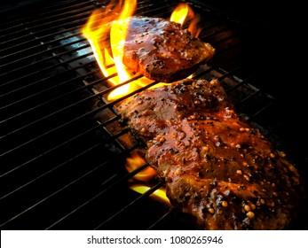 Fleisch auf Flamme