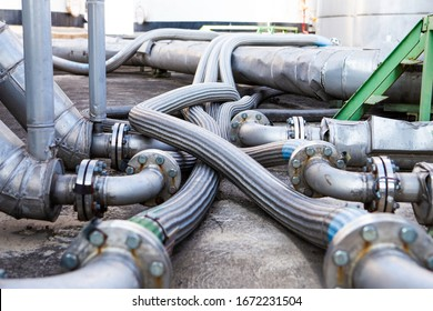 Flexible stainless steel pipe, installed with pipes in the industry Flexible hoses for reducing the force between the oil storage tanks In and out pressure.