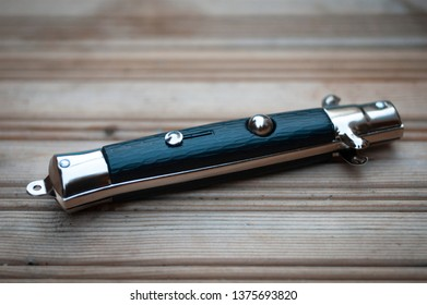 Flick Knife or Lock Knife in closed position