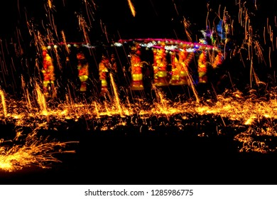 Flinging the fire to scatter The distribution of light in the dark Like the movement of light