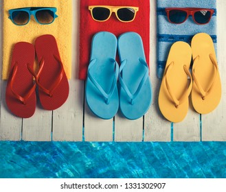 efbe62d5f5b8f2 beach ball flip flops Stock Photos