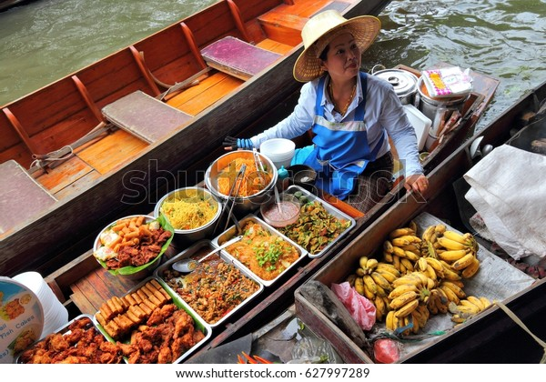 floating-market-thailand-december-24-600