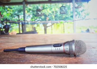 Floating microphone