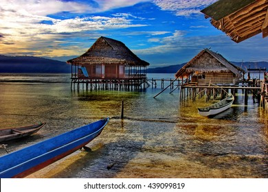 Floatting village and canoe on the sun rise - Indonesia - West Papoua - Raja Ampat