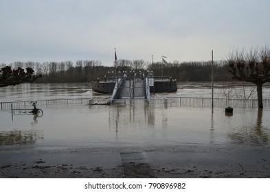 Flooding rhine cologne