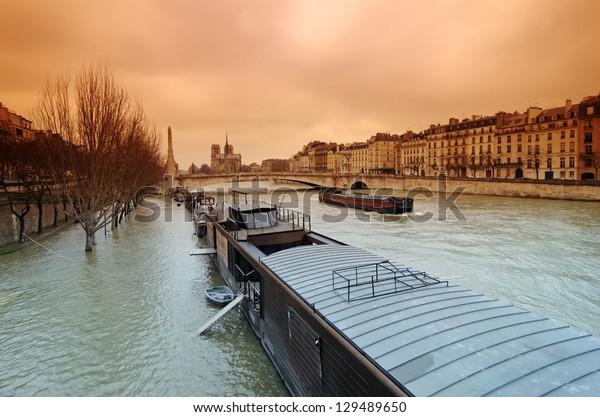 floods of seine river in Paris center