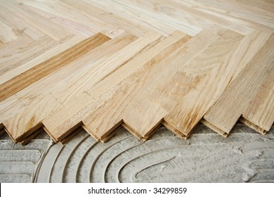 Floor construction, installing wood parquet pieces