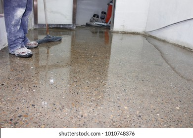 floor polisher working man