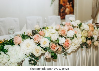 Floral compositions of the wedding hall
