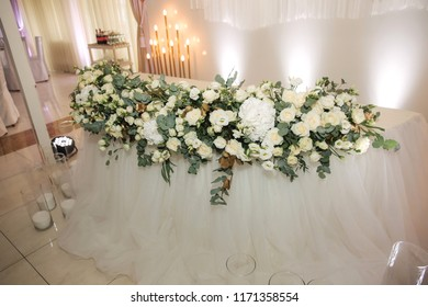 Floral decoration on the wedding in restaurant