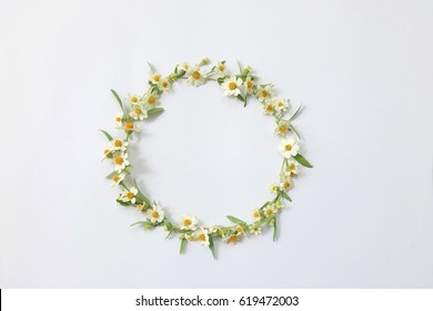 Floral round crown(wreath) with white daisy flowers