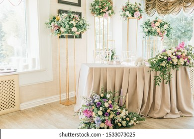 Floral wedding decoration. Wedding table setting decorated with fresh flowers. Wedding floristry. Bouquet with roses, eustoma and eucalyptus leaves.