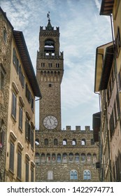 florance street and vecchio palace great place in italy