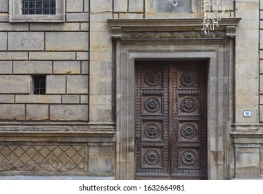 FLORENCE, ITALY 7/01/2020: Detail of ashlar, moulding, pilaster and portal on Palazzo Rucellai designed by Leon Battista Alberti, during a cloudy day