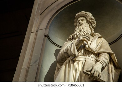 FLORENCE ,ITALY - Oct 22, 2016:Leonardo da vinci statue artist in Florence city ,Italy.