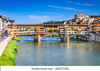 Florence, Italy. River Arno and famous bridge Ponte Vecchio at sunset (Italian: Firenze, Toscana).