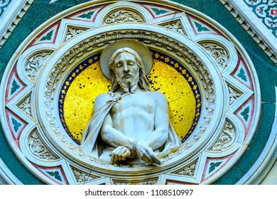 FLORENCE, ITALY - SEPTEMBER 24, 2017 Christ Statue Duomo Facade Statues Frescos Cathedral Church Florence Italy