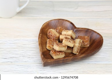 florentines in the wooden plate