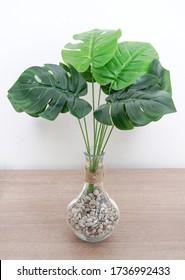 Flores artificial. Monstera palm fern turtle leaf. Artificial flowers for decoration. Fake flowers for home decor leaves. Artificial plants used in interior decoration.