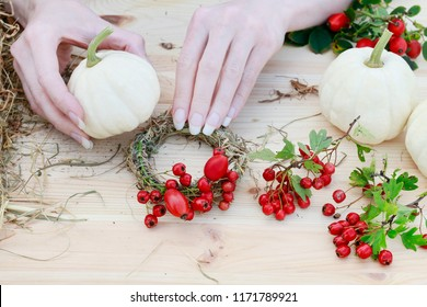 Florist at work: How to make hay wreath decorated with hawthorn berries and rose hip. Step by step, tutorial.