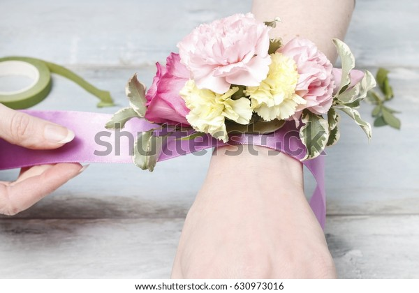 Florist Work How Make Wrist Corsage Royalty Free Stock Image