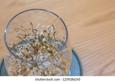 floswer in glass bowl