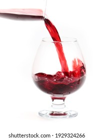 flow of red wine when filling the glass