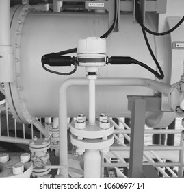 Flow transmitter or Flow transducer equipment function and sent PLC logic to processor in oil and gas production process