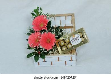 Flowe arrangement with chocolates. Dec 12, 2013: Ferrero Rocher premium chocolate sweets produced by the Brazilian chocolatier Ferrero.