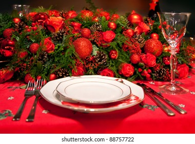 flower decoration on table in typical Christmas colors