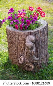 Flower flowerbed in the form of an old stump