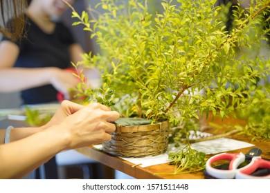 flower and green arrangement workshop