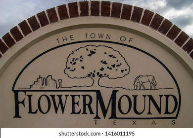 FLOWER MOUND - TEXAS - USA - 05-18-2019 - TOWN OF FLOWER MOUND WELCOME SIGN