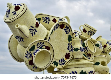 Flower Parade Zundert, The Netherlands, 2017. Typical Dutch 'boerenbont' pottery made of hundreds of dahlia flowers