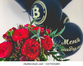 Flowers and balloons with the inscription I was deceived, at the funkoin funeral due to a fall in the rate of crypto-currencies.